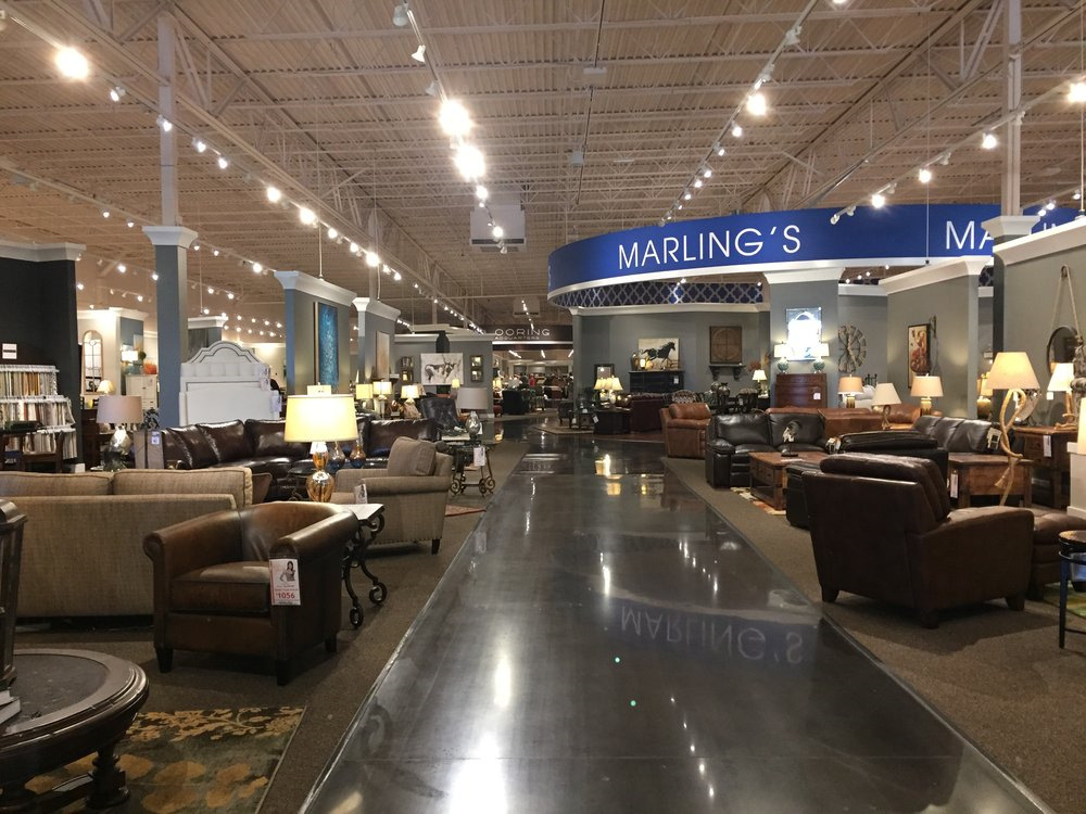 Furniture Mall of Kansas - Inside